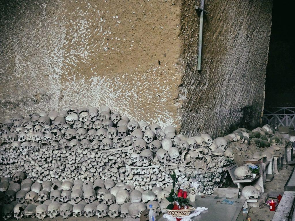 cmentarz-fontanelle-neapol