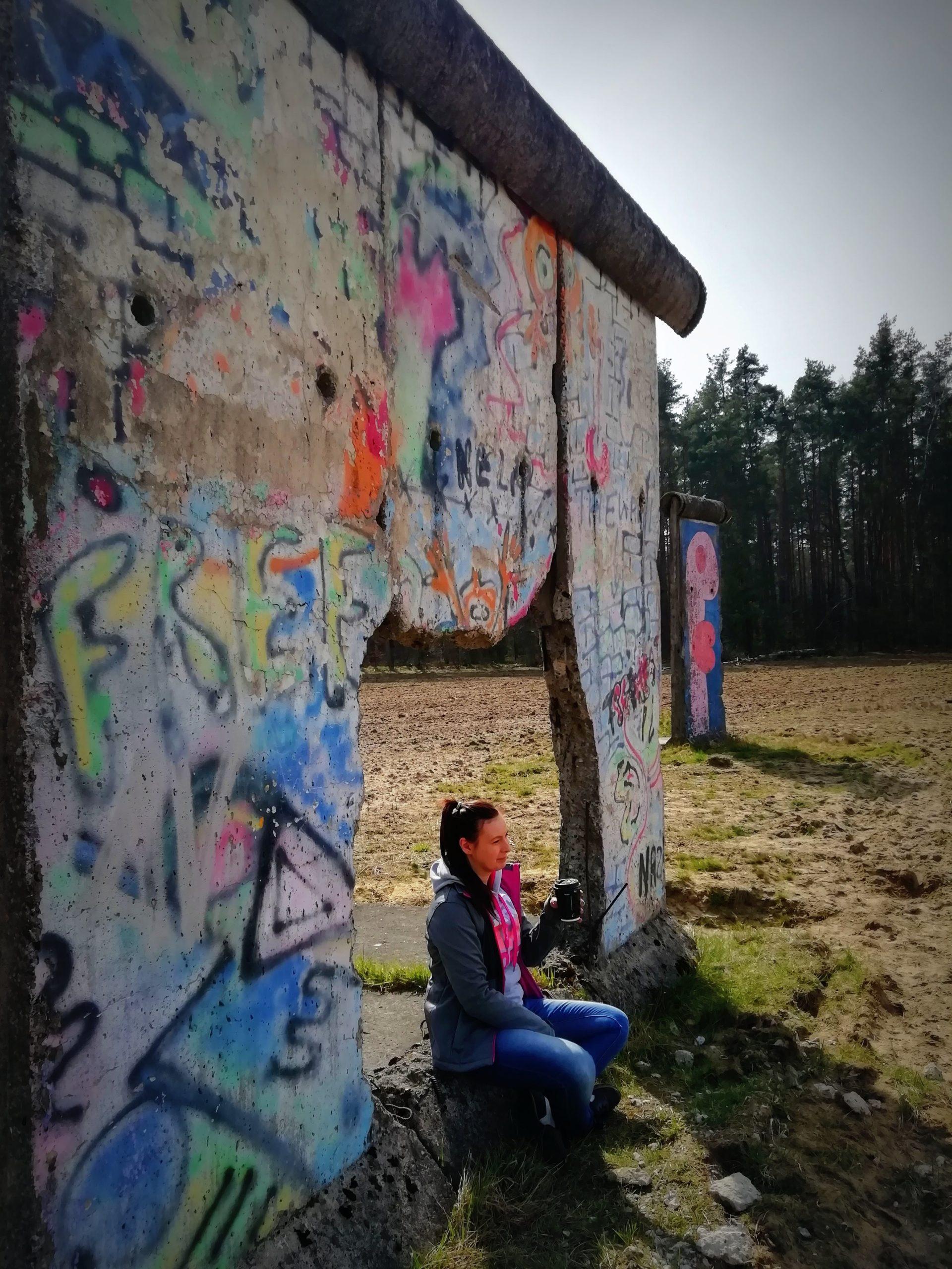 mur_berlinski_kawa